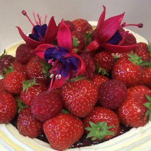 pavlova-dessert-fresh-berries-edible-flowers-meringue-home-made-bakery-wild-fuschia-bakehouse-dunfanaghy-donegal-food-coast